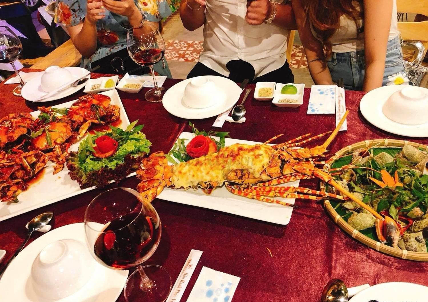 Làng Tôm - nhà hàng hải sản Nha Trang