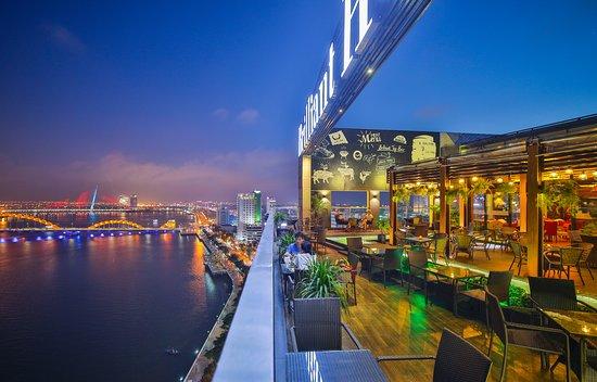 Khách sạn Brilliant Hotel