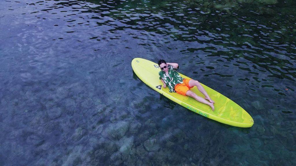 cheo thuyen kayak tren bien