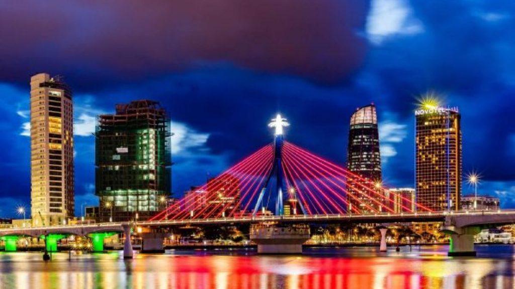 Cầu Quay Sông Hàn cây cầu biểu tượng của niềm tin, khát vọng vươn lên đổi mới mạnh mẽ. Cây cầu chất chứa bao tình cảm sâu sắc của người Đà Nẵng.