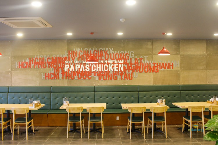 khong gian o papa's chicken ha noi