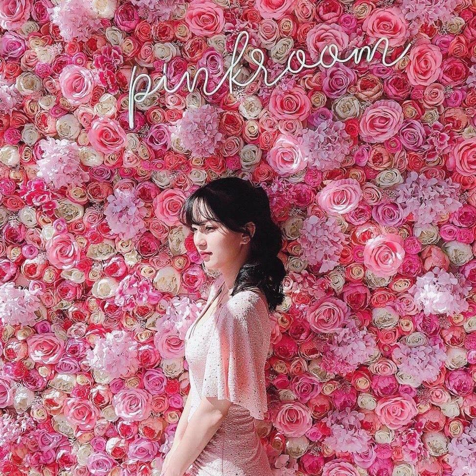 pink room cafe