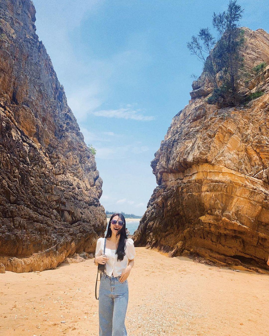 Bãi Đá Nhảy - điểm checkin đẹp trong Tour Quảng Bình 3 ngày 2 đêm