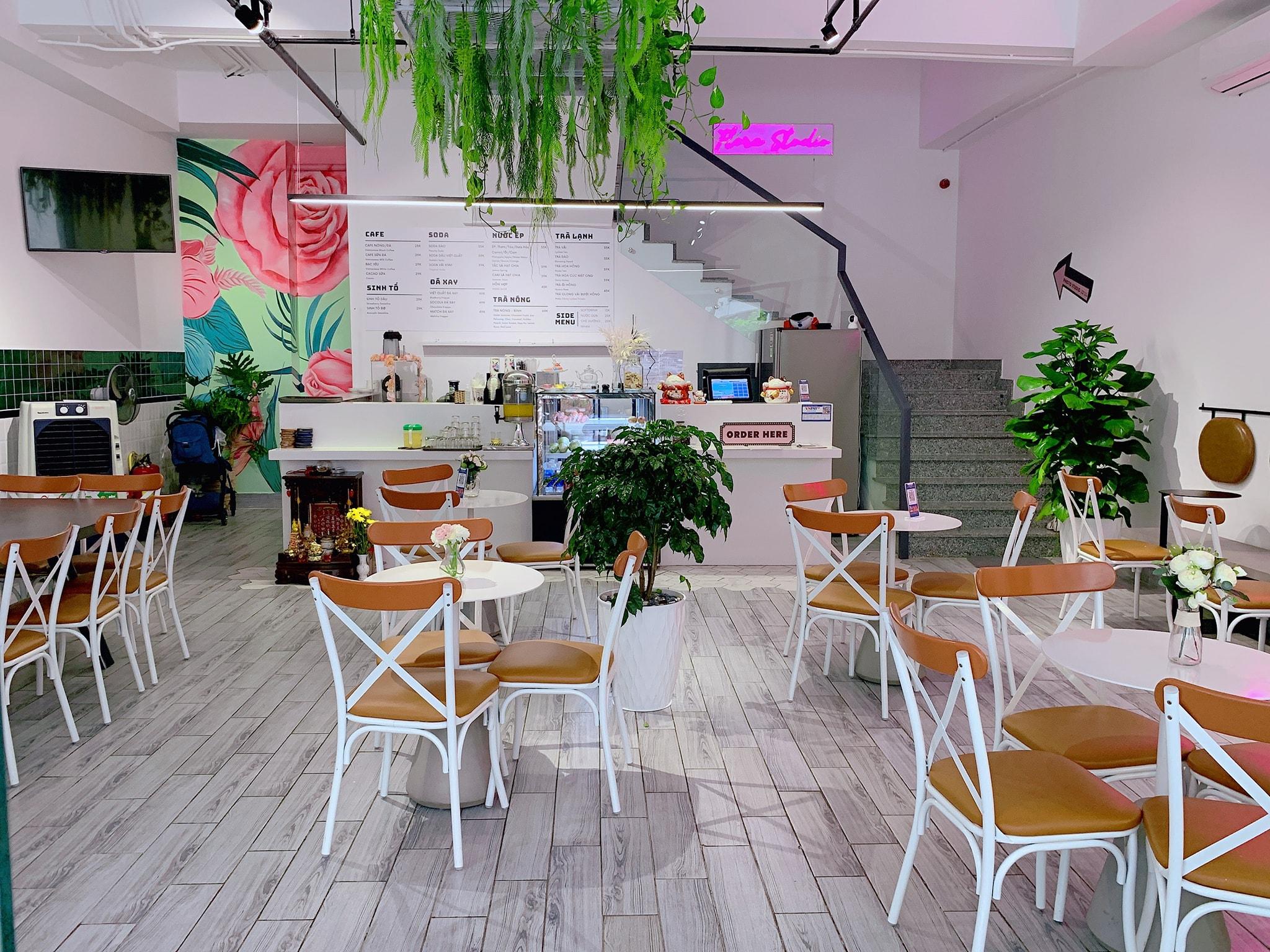 Không gian sang xịn tại Cafe de Flore quán cafe quận 8 đẹp